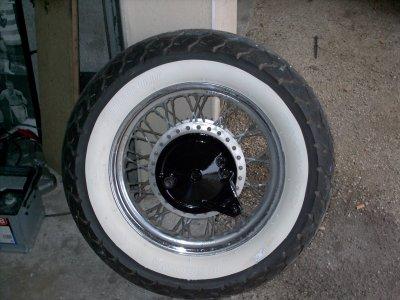 pneu a flanc blanc qui en fait ne tiendra pas par la suite sisco. Black Bedroom Furniture Sets. Home Design Ideas