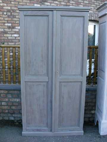 haute et troite armoire c rus e grise a vendre nouvelle. Black Bedroom Furniture Sets. Home Design Ideas