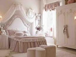 Marre de ta chambre bienvenue sur univers de filles - Chambre de princesse adulte ...