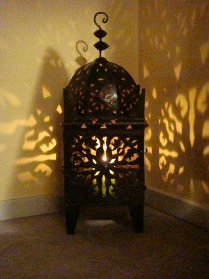 n 29 photophore marocain en fer forg id al pour une d coration autour de la piscine. Black Bedroom Furniture Sets. Home Design Ideas