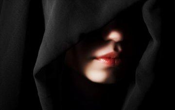 """Fiction 1 Chapitre 11  de """"la Tristesse fais la force"""" :Qui est cette mystérieuse personne"""