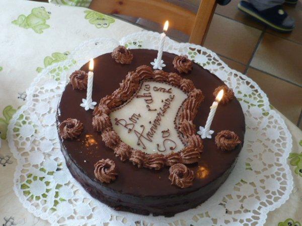 Gateau d 39 anniversaire en chocolat toutes mes realisations faites a la maison puis - Comment decorer un gateau au chocolat ...
