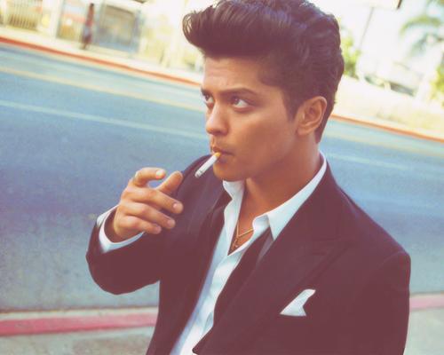 """""""Tu ne peux pas être parfait pour tout le monde, mais tu seras toujours parfait pour la personne qui te mérite."""" - Bruno Mars."""
