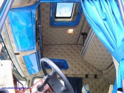 Interieur d un scania topline de la societer jonatrans for Interieur camion scania