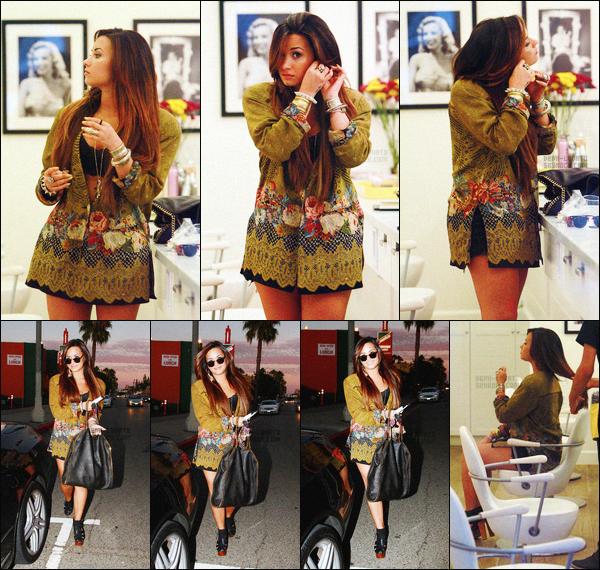 -  02.08.11 : Demetria Lovato a été photographiée dans un salon de coiffure, puis en sortant ! .