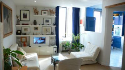 le salon clair et confortable lagny sur marne 77 tr s beau f2 vendre. Black Bedroom Furniture Sets. Home Design Ideas