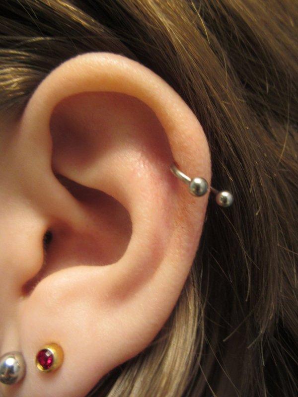 Прокол хряща уха хеликс