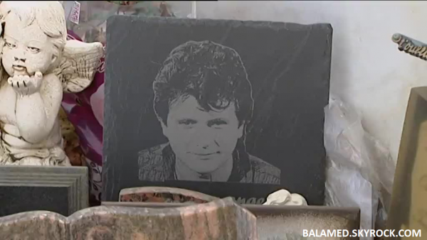 30 ans apr�s sa mort, la tombe de Daniel Balavoine � Biarritz reste immacul�e