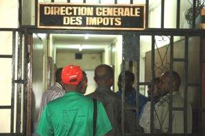 Imp�ts. Une fiscalit� pour faciliter les investissements �trangers, suivis de trois questions � Soilihi Mohamed Djounaid