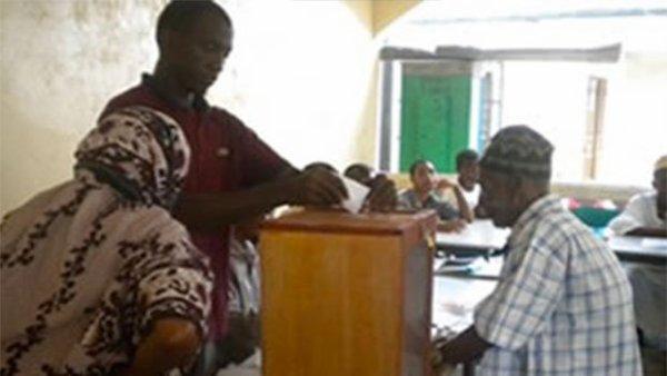Comores : l'Union europ�enne remet du mat�riel �lectoral � la Ceni