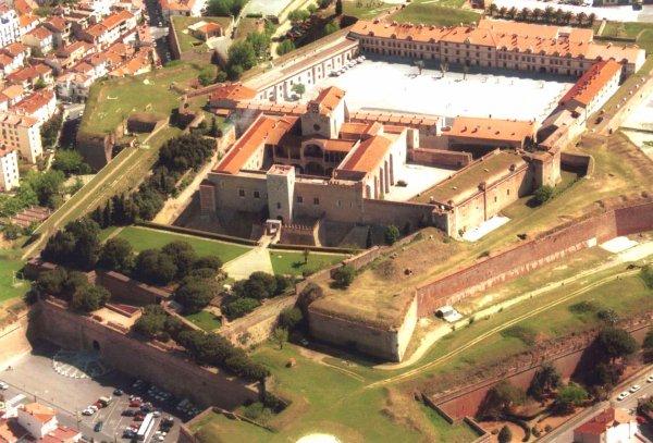 Palais des rois de marjoque nos corbi res 66 - Palais des rois de majorque perpignan ...