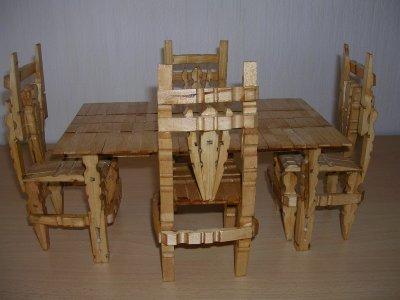 une table et ses 4 chaises en pinces linge mimi66720. Black Bedroom Furniture Sets. Home Design Ideas
