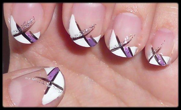 Nail Art Violet Noir et Blanc
