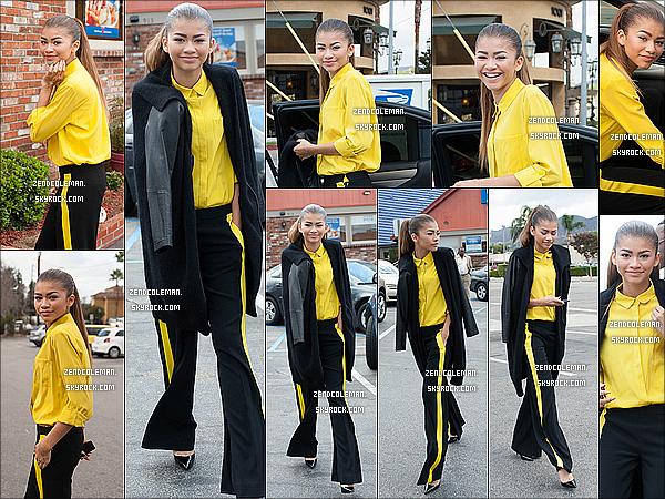 . 28/10/2013 : Zendaya a été aperçu quittant IHOP à Los Angeles. Hum..Je dirais petit top,j'aime beaucoup sa chemise ainsi que ses escarpins mais je n'aime pas trop son pantalon large.. .