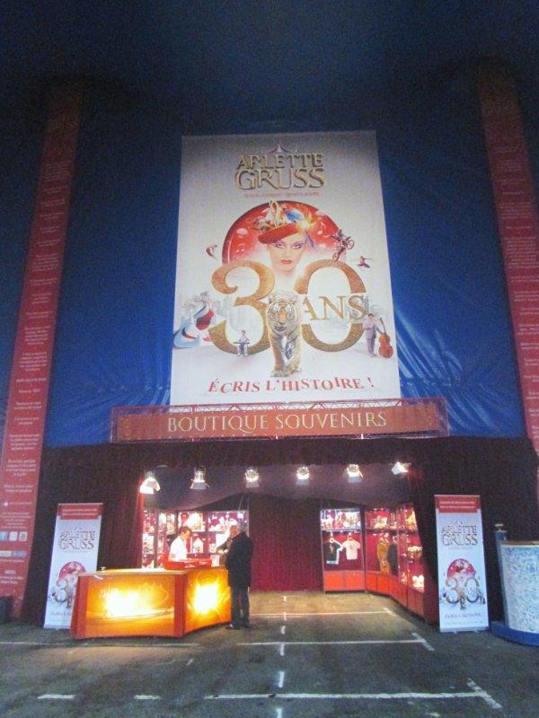 la boutique souvenirs du cirque arlette gruss blog de vendee cirque. Black Bedroom Furniture Sets. Home Design Ideas