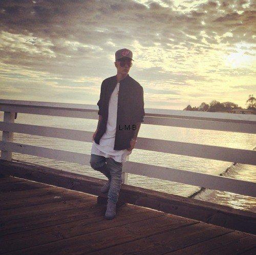 Photos, posts et vidéos ajoutés par Justin sur Instgaram et Fahlo
