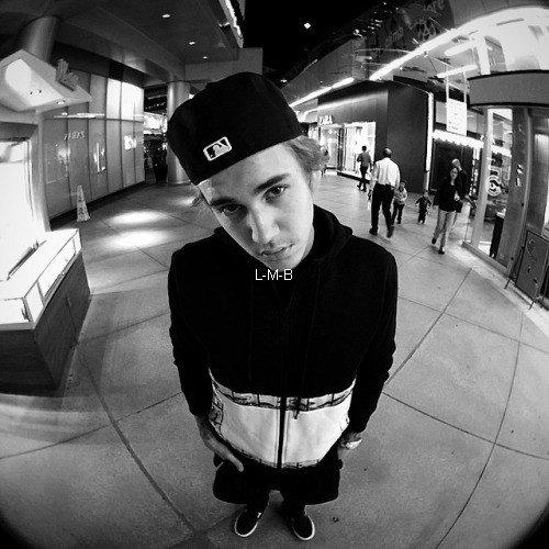 Photos et vidéo postées par Justin sur Instagram et Shots of me
