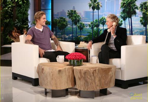 Justin fait une blague à une fan au Ellen Show
