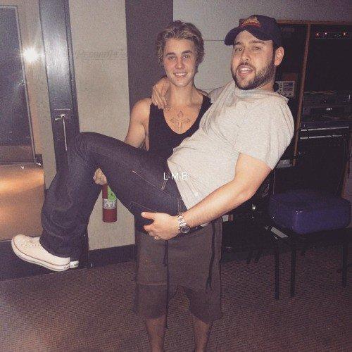 Photos diverses de Justin + Chanson Where Are Ü Now par Skrillex & Diplo ft Justin