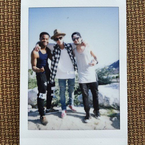 Photos et vidéos de Justin + Photos postées sur Shots of me