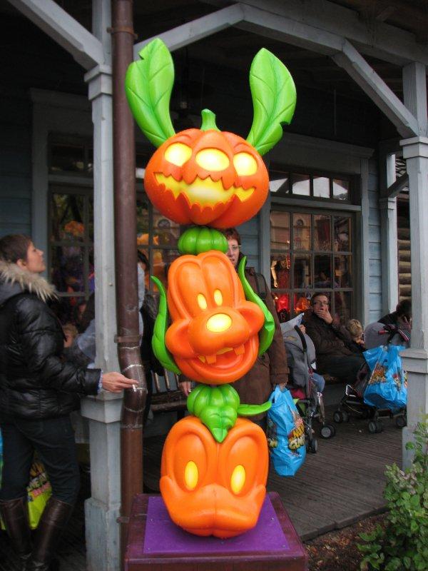 Disneyland 26 septembre 2010 - citrouille entrée