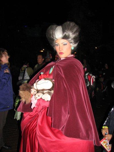 Disneyland 15 octobre 2010 - Lady Trémaine et Lucifer
