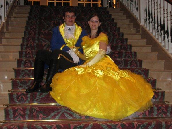 Disneyland 31 octobre 2010 - assis dans escalier