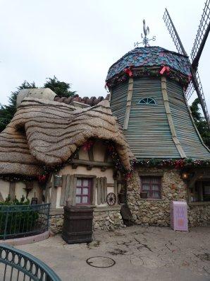 Disneyland 6 novembre 2011 - village de Belle