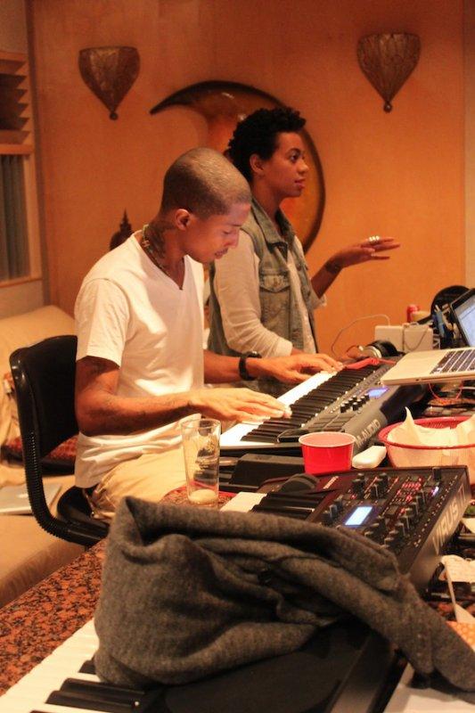Pharrell en studio avec Solange Knowles & Raphael Saadiq - Septembre 2011
