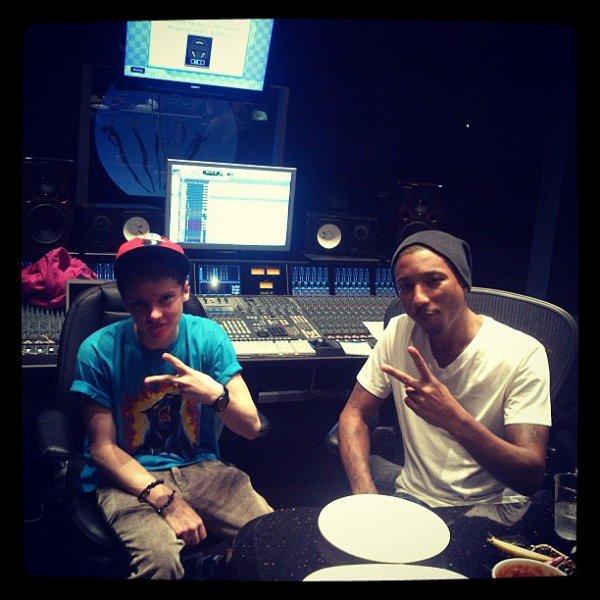 Pharrell en studio avec Conor Maynard - Miami, FL -  mars 2012