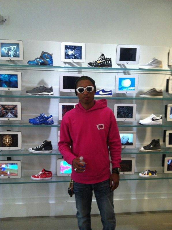 Pharrell - UNKNWN (shop) - Miami, FL - 14 mars 2012