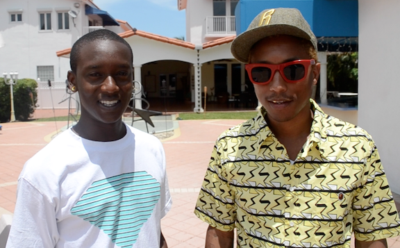 Pharrell en studio avec Buddy - Juin 2012