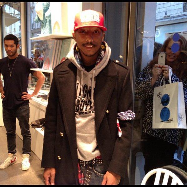 Pharrell - Séance de dédicaces Places & Spaces I've Been @Colette - Paris - 10 novembre 2012