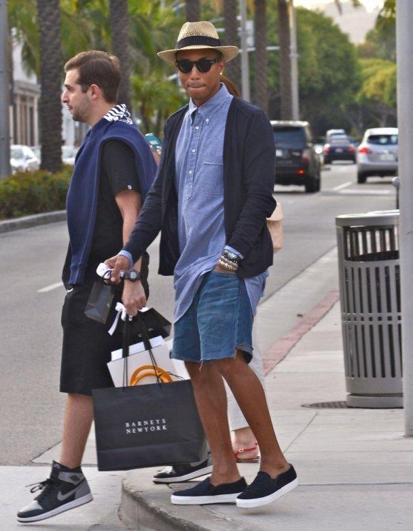 Pharrell - Shopping chez Chanel - Beverly Hills - 29 août 2013