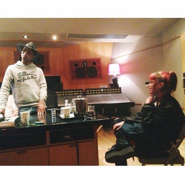 Pharrell en studio avec ... - 15 avril 2014