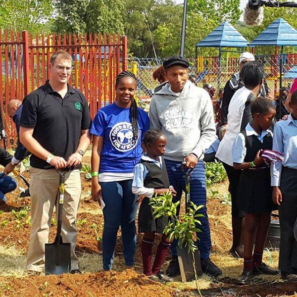 Pharrell - Emisebeni Primary School - Soweto, Afrique du Sud - 23 septembre 2015