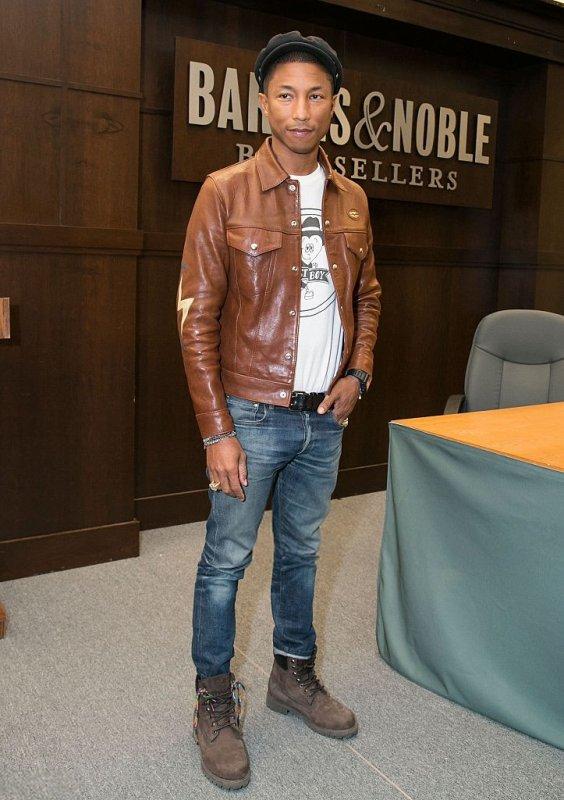 "Pharrell - Séance de Dédicaces ""Happy!"" - Los Angeles - 19 octobre 2015"