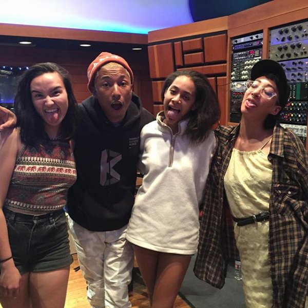 Pharrell en studio avec ... - 16 avril 2016