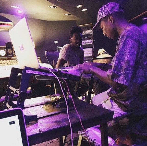 Pharrell en studio avec ... - 23 juin 2016