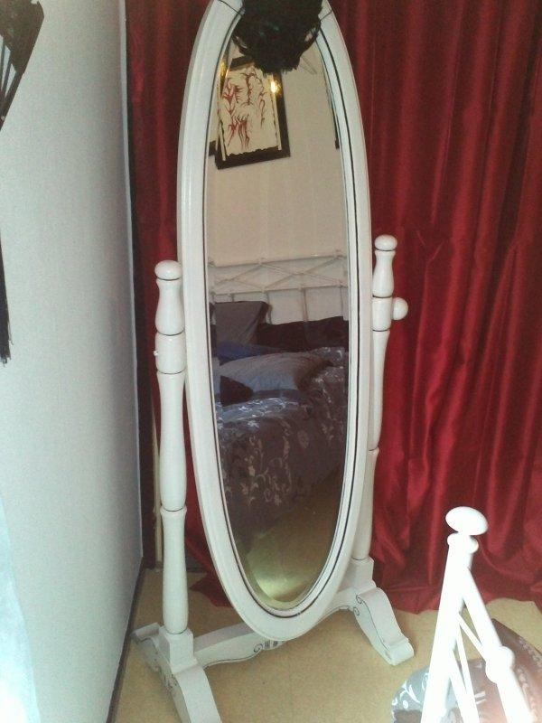 Custom miroir sur pieds ovale du neuf avec du vieux l 39 art de r nover Miroir de chambre sur pied