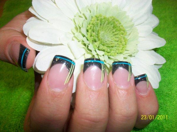 French noir paillette nail selection et peinture pébéo vert pomme et turquoise
