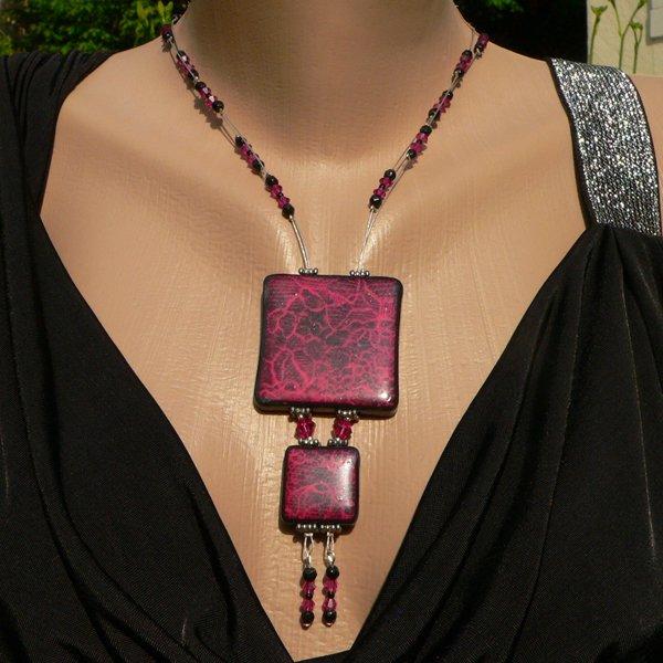 Collier dentelle en p�te fimo rose et noire