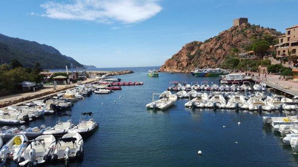 Le port de Porto toujours en Corse