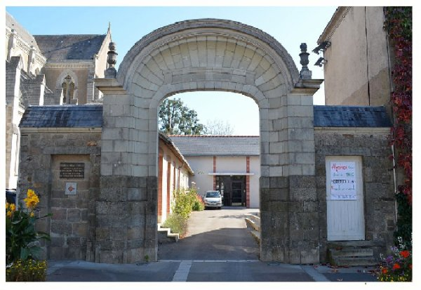 abbaye st Martin du Vertou (Wikipedia)