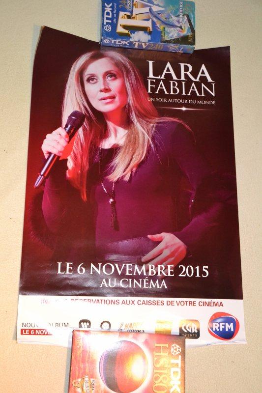 """Petite affiche du cinéma concert Lara Fabian """"Un soir atour du monde""""  à Prague"""