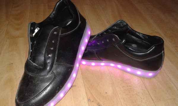 a vendre chaussure lumineuse 60