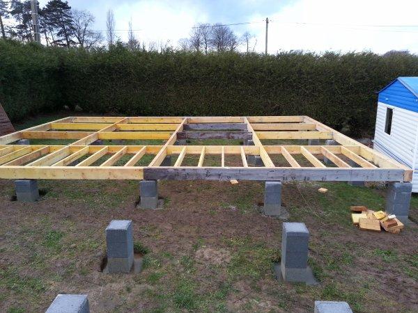 construction d 39 un chalet l 39 ossature du plancher bois contruction d 39 un chalet bois. Black Bedroom Furniture Sets. Home Design Ideas