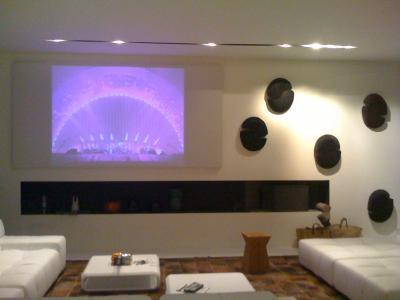 Dans une partie de mon salon blog d 39 ulysse for Projecteur de salon