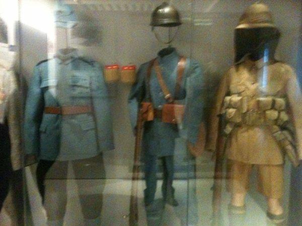 Il ya enormaiment d uniforme de tous époque