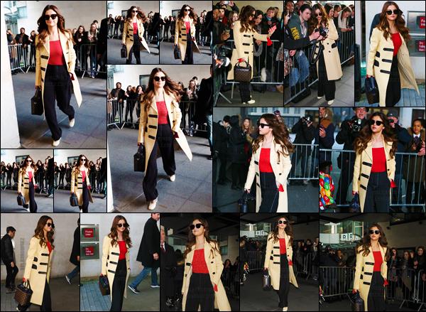 11.03.16 ─ Miss Selena a �t� aper�ue allant aux studios de � BBC Radio One � toujours dans la ville de Londres. [/s#00000ize]Une fois sortie des studios, c'est par de nombreux pap's ainsi qu'une foule de fans que Sel a �t� accueillie. Une s�ance de selfies s'est donc impos�e ![/alig fen]